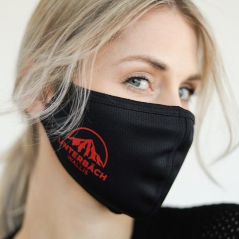 Community Mask an Frau